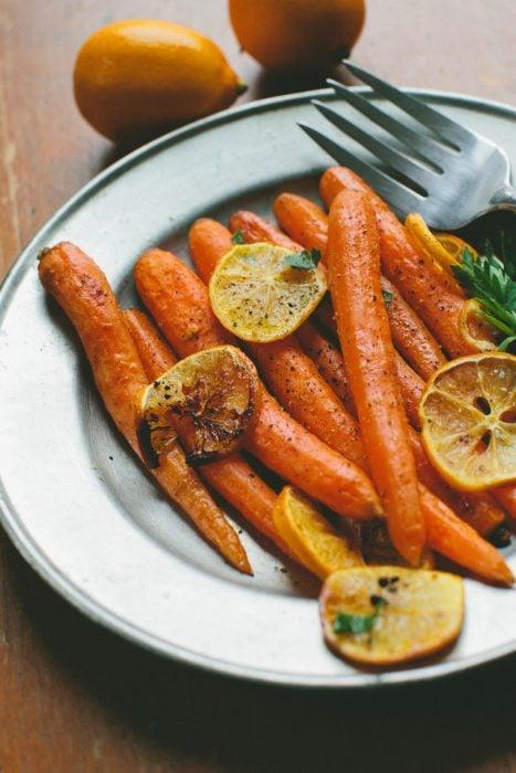 Platillo de zanahorias cocinadas