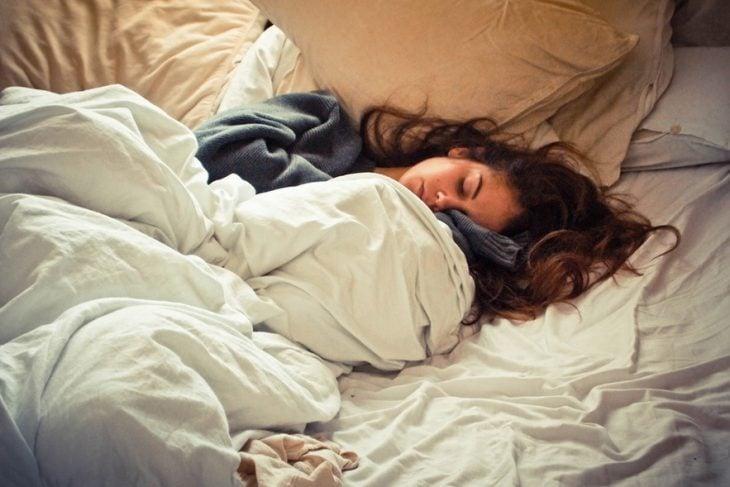 Chica durmiendo plácidamente