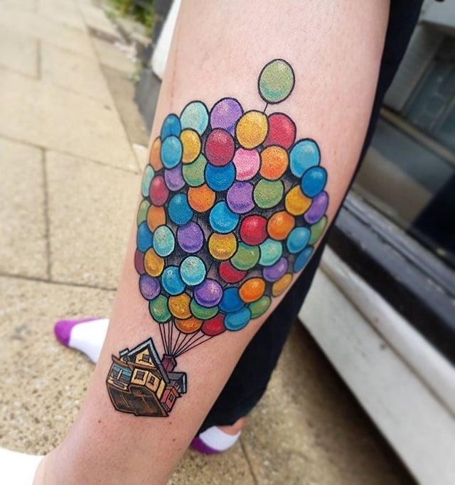Tatuaje de la película up casa con globos