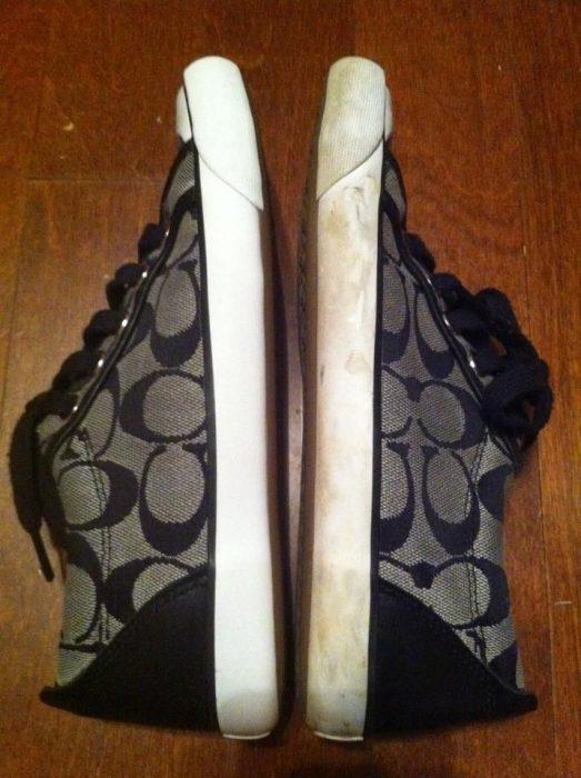 Comparación entre un par de zapatos.