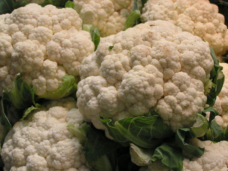 coliflores blancos frescos
