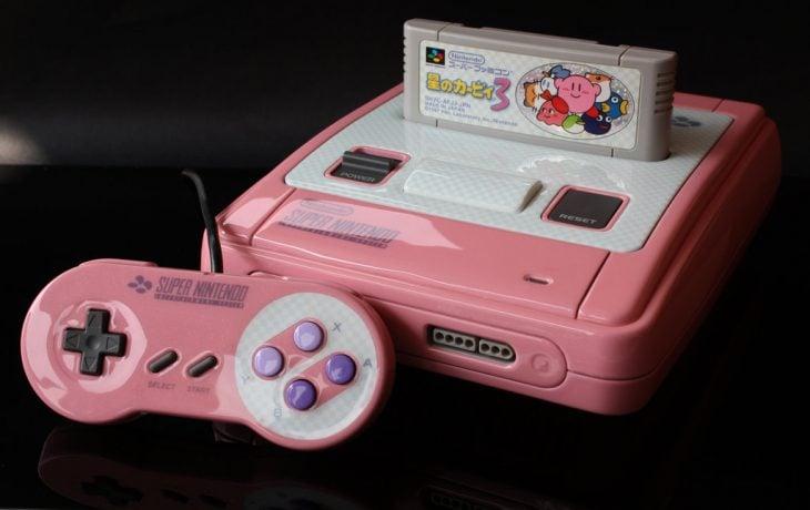 super nintendo color rosa con control botones morados