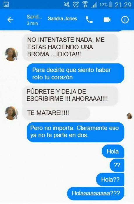 Conversación de facebook azul y gris con canción de Adele hello
