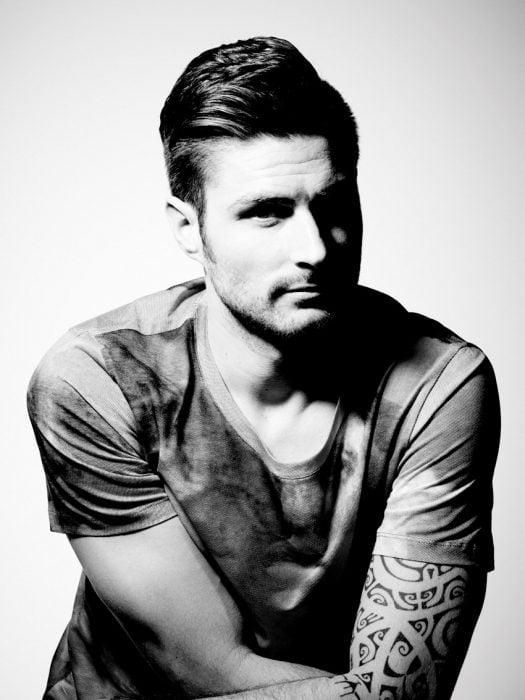 Foto de Olivier en blanco y negro.
