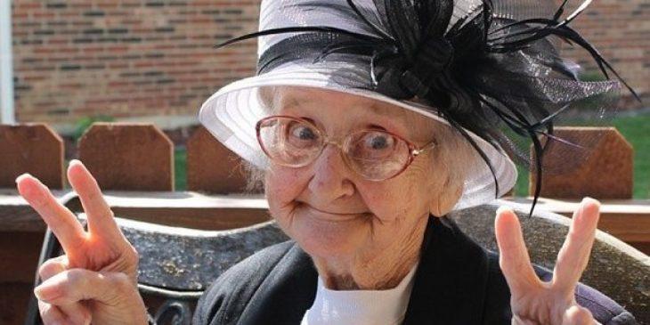 Foto de una abuelita sonriente