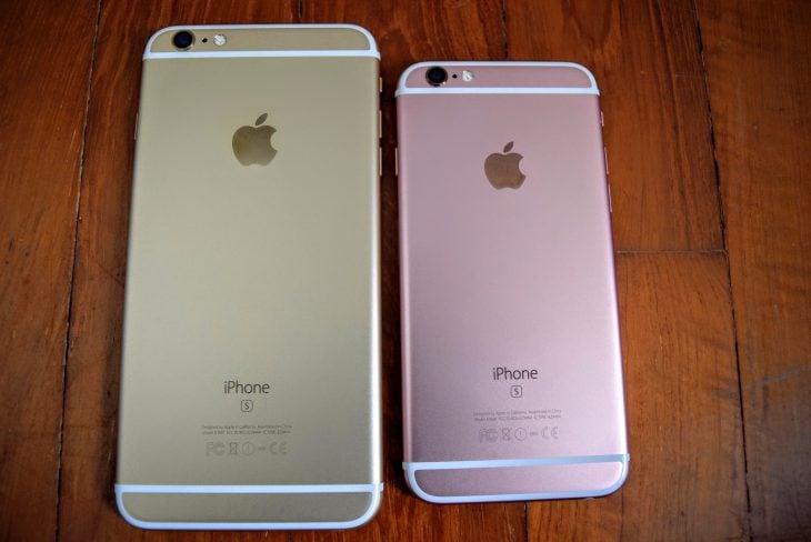 dos celulares iphone dorado y rosa