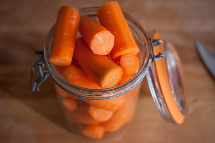 frascos con zanahorias