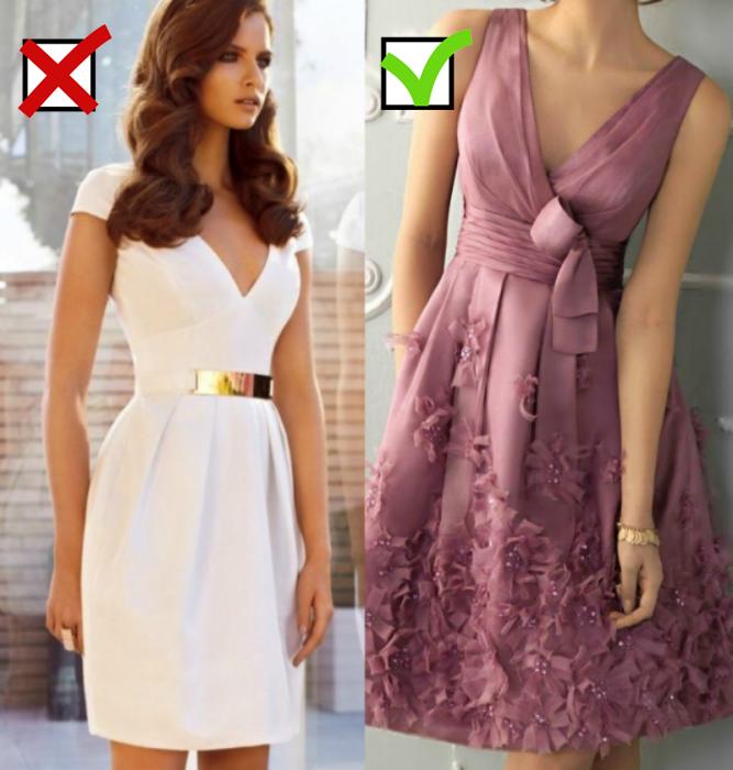 mujer de vestido blanco y cinto dorado y mujer de vestido rosa