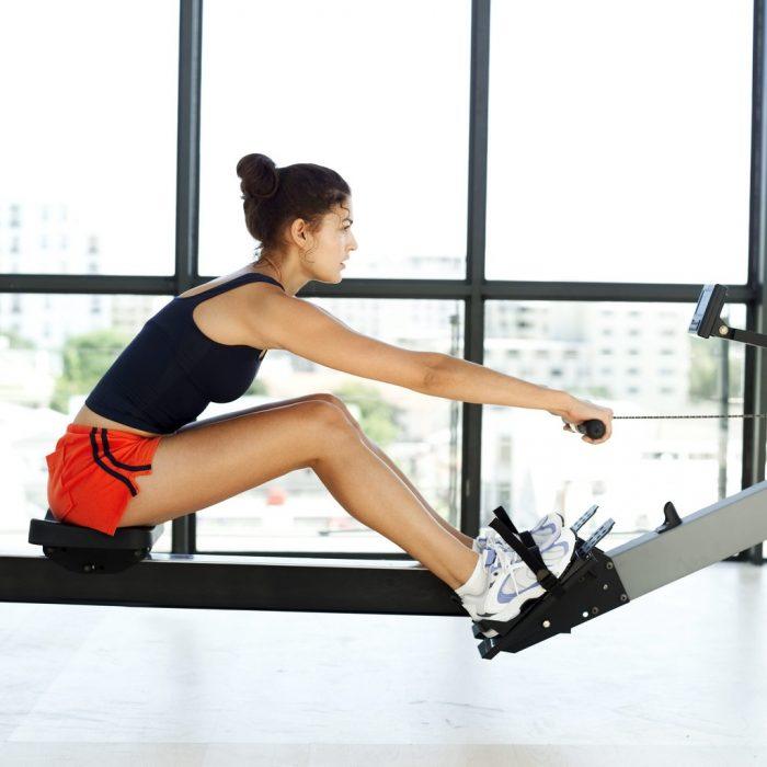 Joven haciendo ejercicio.