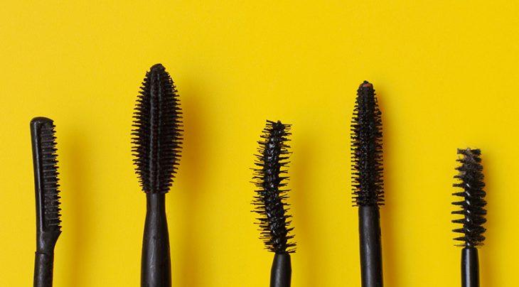cinco diferentes tipos de cepillos para rimel