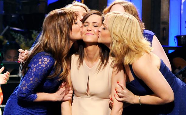 chicas besando a una chica