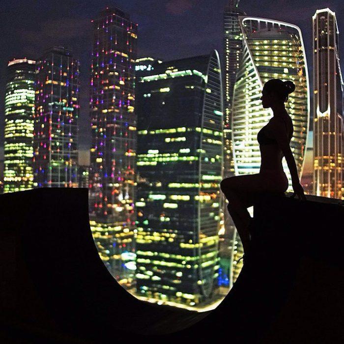 Foto mirando una ciudad de noche.
