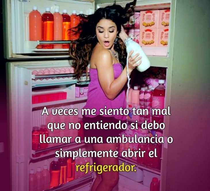 mujer en un refrigerador y frase
