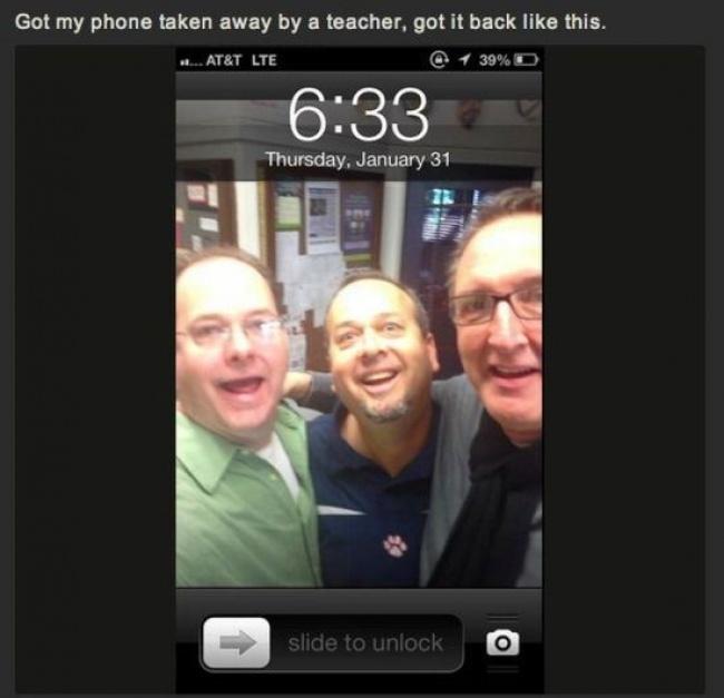 Maestros en la pantalla de un celular.