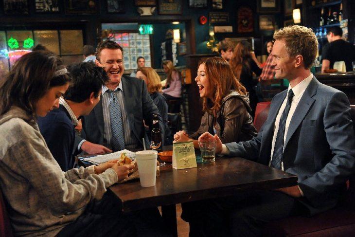 amigos en bar