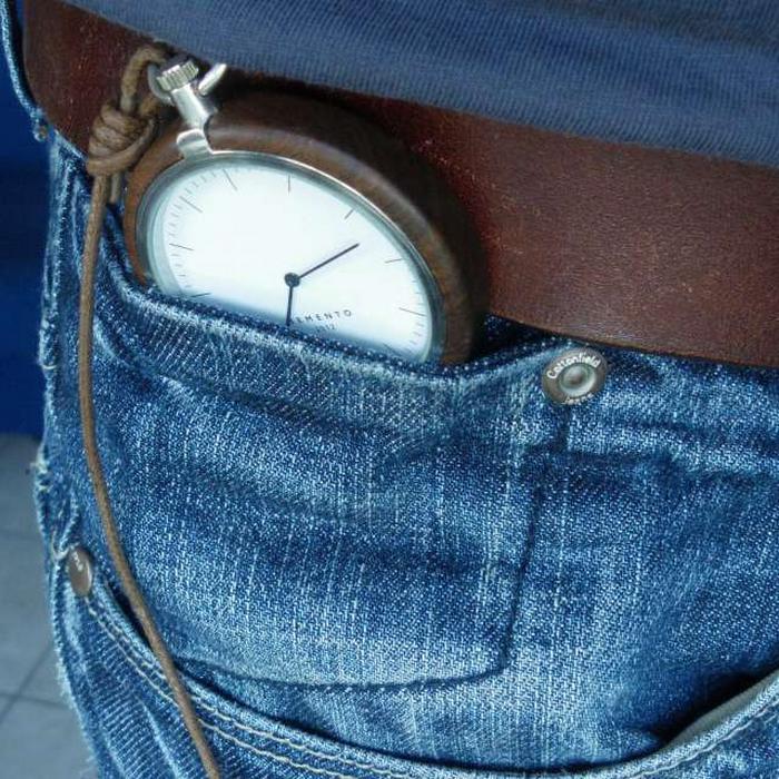 pantalón de mezclilla con reloj