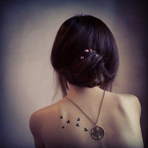 tatuaje aves en la espalda