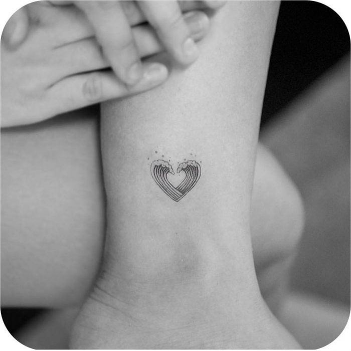 tatuaje olas pequeñas