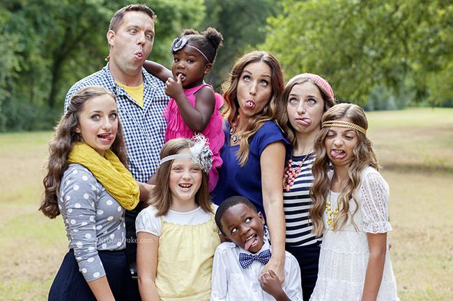 familia haciendo caras