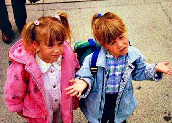 hermanas gemelas pequeñas