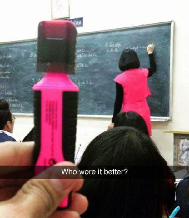snap maestra vestida mismo color que plumón