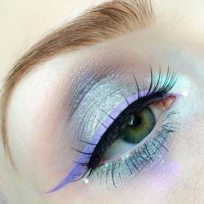 Maquillaje de ojos violeta