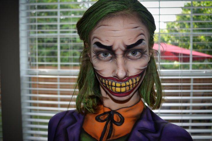 Chica crea maquillaje de fantasía inspirado en the joker