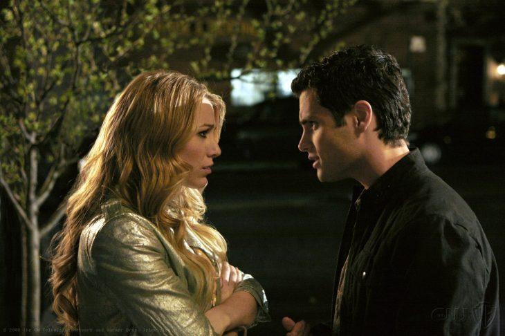 Escena de la serie gossip girls. Dan y Serena peleando