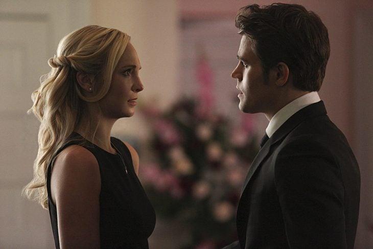 Escena de la serie the vampire diares. Damon y Cristina