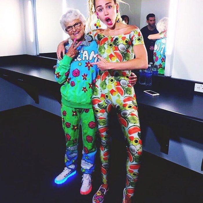 Abuela dbaddiewinkle de 88 años junto a Miley Cirys