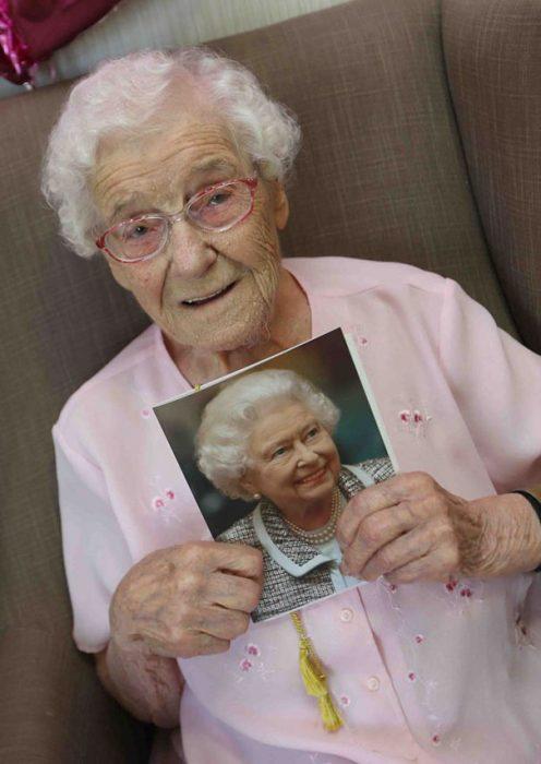 Tía Ivy anciana inglésa cumplió 105 años