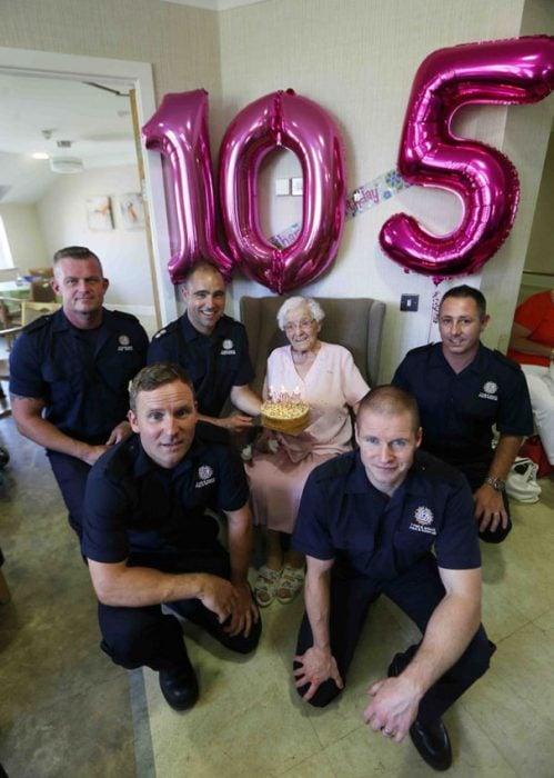 tía Ivy celebra 105 años