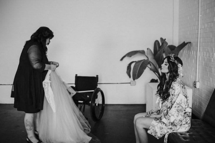 Madre de una novia invalida cambiando a su hija el día de su boda