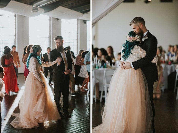 Pareja de novios el dia de su boda compartiendo su primer baile juntos
