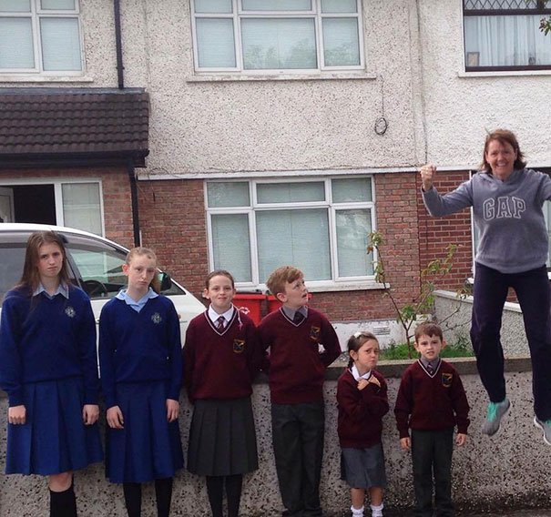 Mamá feliz de que sus 6 hijos vuelvan a la escuela