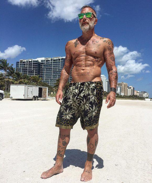 Gianluca Vacchi en la playa