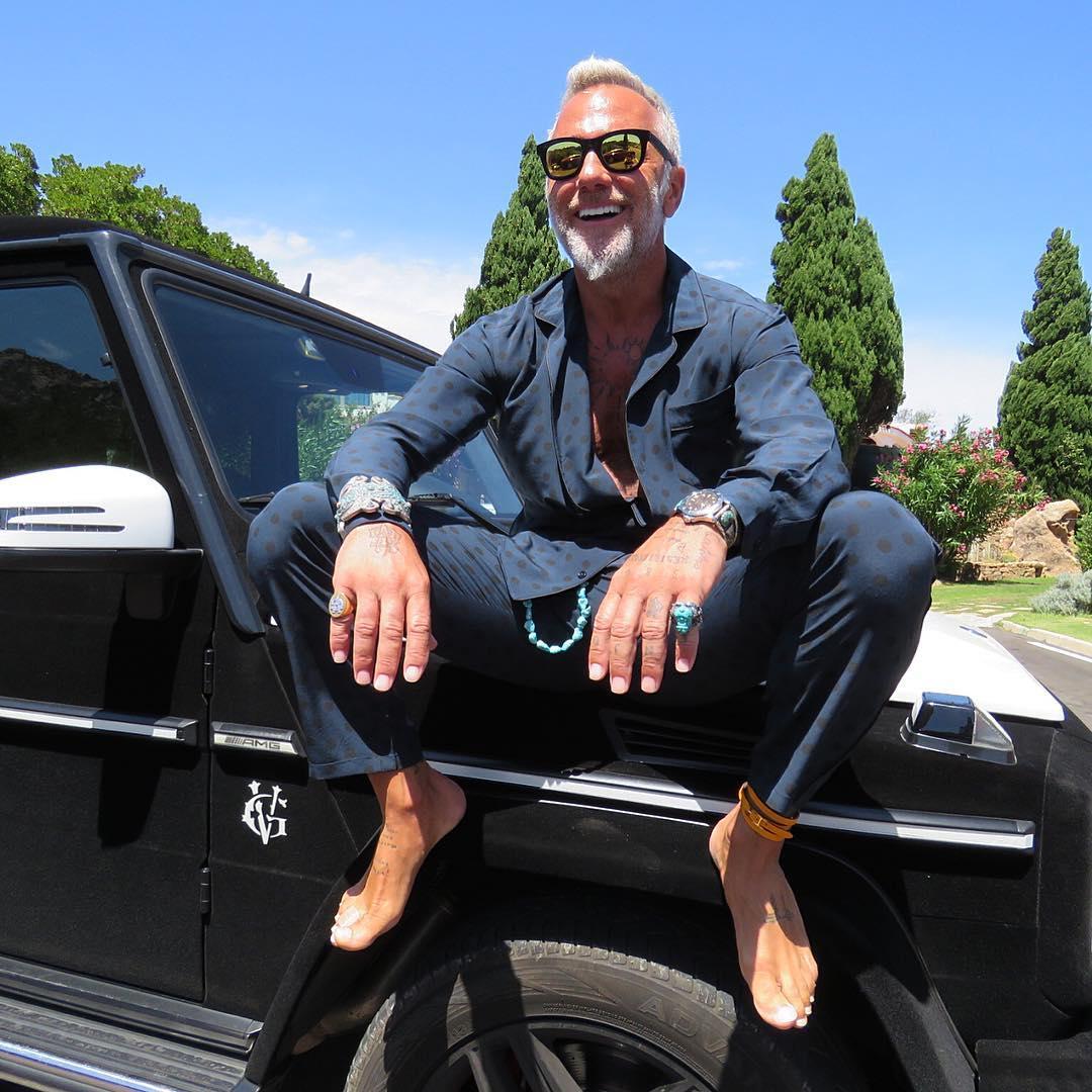 Resultado de imagen para hombre guapo y millonario