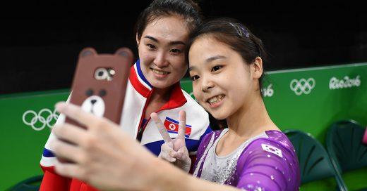 Gimnastas de Corea del Norte y Corea del Sur se toman una emotiva Selfie y todo Internet enloquece