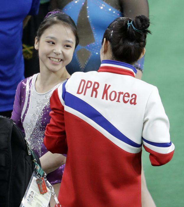 Gimnastas de Corea del Norte y Corea del Sur
