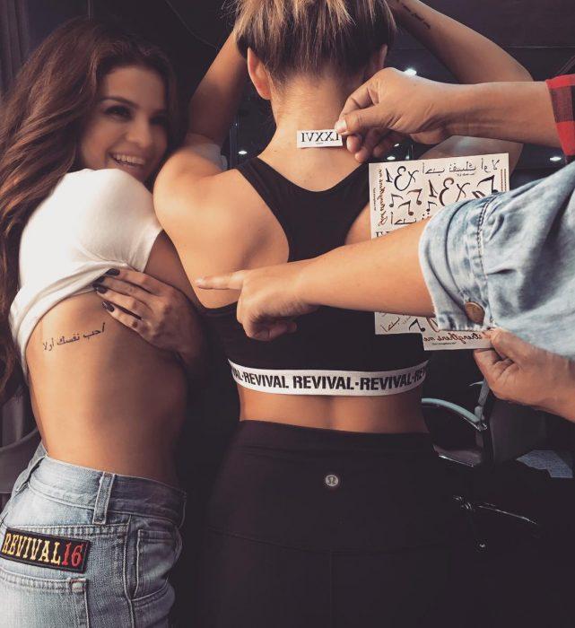 tatuaje en el costado Selena Gomez