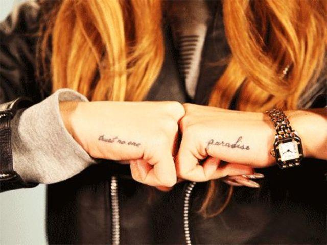 tatuajes manos Lana del Rey