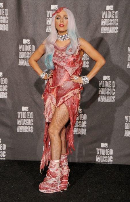 Lady Gaga vestido de carne