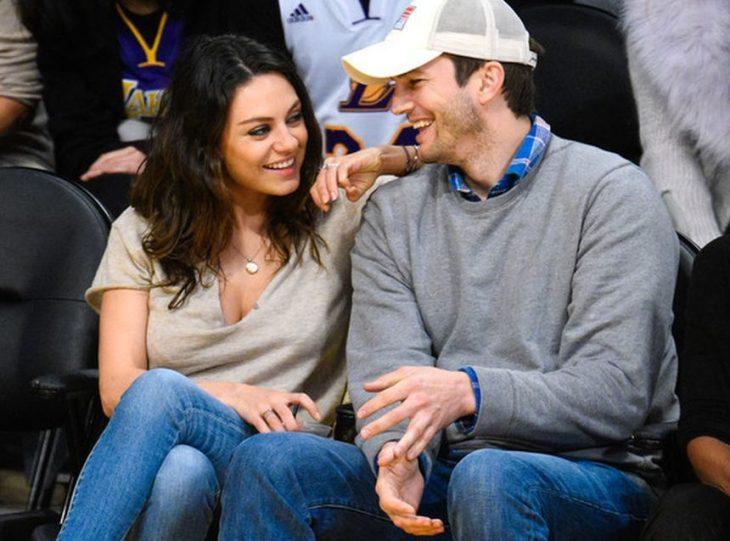 Mila Kunis y Ashton Kutcher enamorados