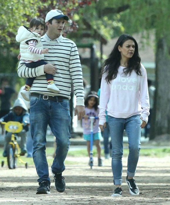 Mila Kunis, Ashton Kutcher y su bebé