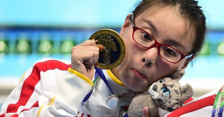 Fu Yuanhi con su medalla