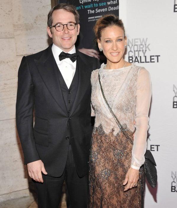 Matthew Broderick y Sarah Jessica Parke abrazados