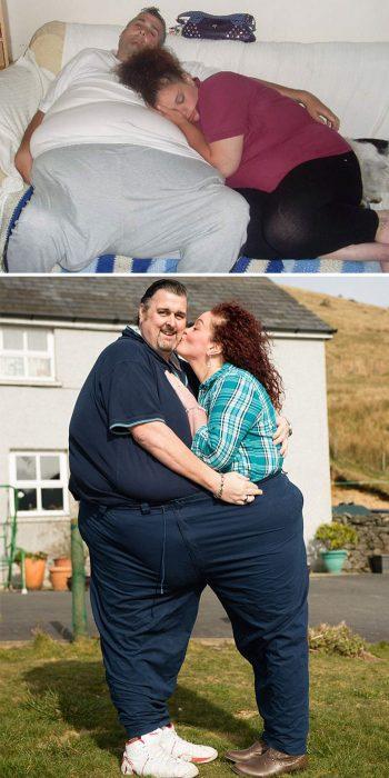 Pareja antes y después de perder peso. Demostrándolo dentro de un pantalón