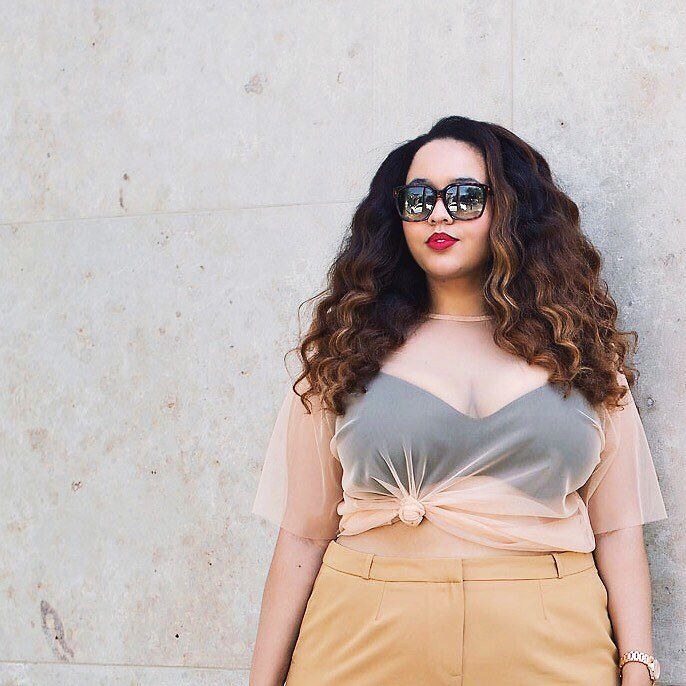 Curvi girl wearing a beige blouse with transparency
