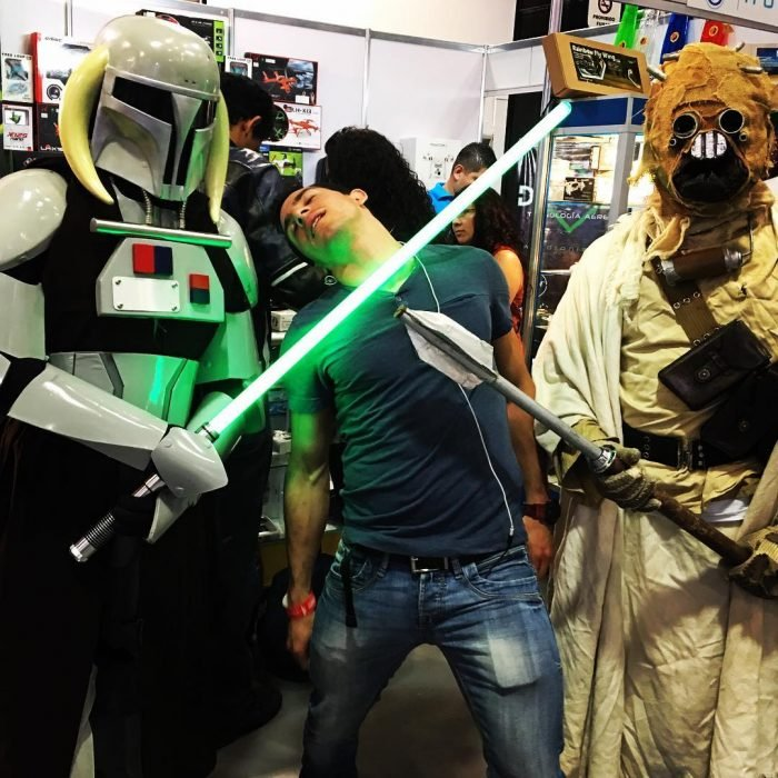 Rommel Pacheco con personajes Cosplay