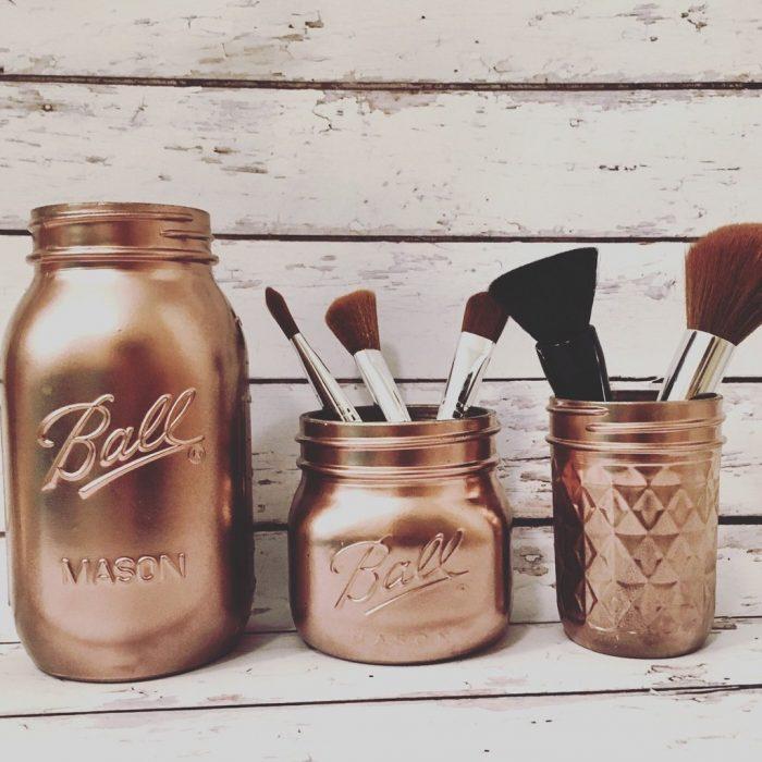 jarros de color rose gold para brochas de maquillaje